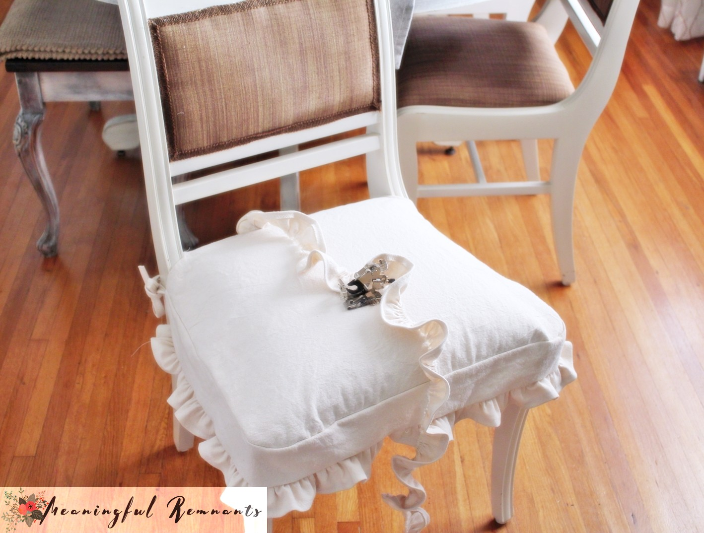 chair seat cover with ruffle attachment foot and ruffle