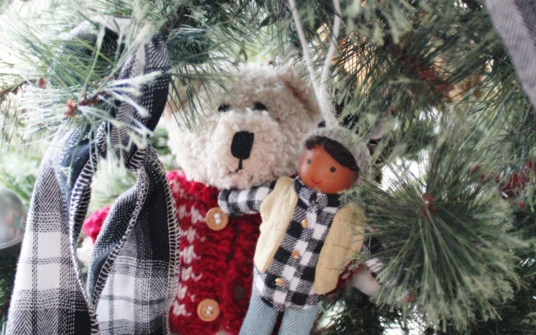 Holiday Decorating With a Plaid Shirt, Say What?